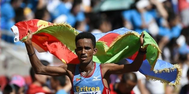 L'Erythréen Ghirmay Ghebreslassie remporte le marathon aux Mondiaux d'athlétisme à Pékin, le 22 août 2015