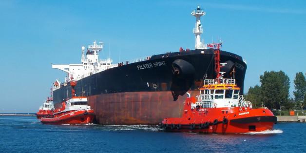 Un pétrolier - l'excédent de l'offre pétrolière sera de 4 millions baril/jour en 2016