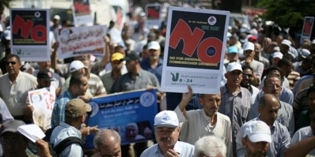 Des employés palestiniens des Nations unies manifestent à Gaza le 24 août 2015