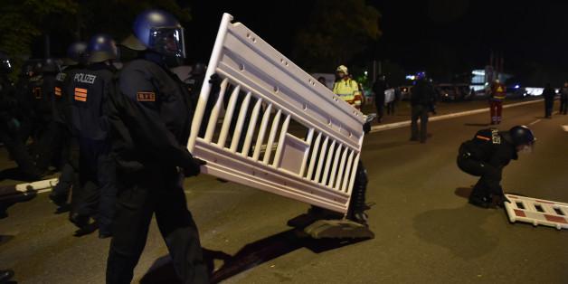 Minister will Neonazis weiter vor Asylheimen hetzen lassen