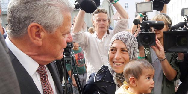 Bundespräsident Joachim Gauck beim Besuch in einer Berliner Flüchtlingsunterkunft