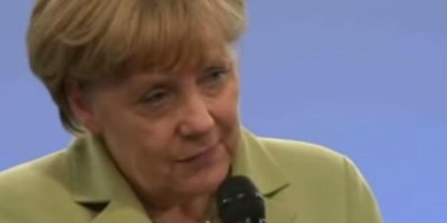 """""""Ich möchte mal streicheln"""": In Heidenau tröstet Merkel einen verzweifelten Nazi"""
