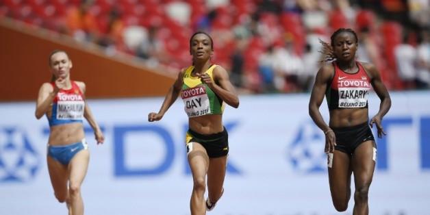 La Kényane Joyce Zakary (d) lors des séries du 400 m aux Mondiaux à Pékin, le 24 août 2015