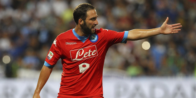 REGGIO NELL'EMILIA, ITALY - AUGUST 23:  Gonzalo Higuain of SSC Napoli cgestures during the Serie A match between US Sassuolo Calcio and SSC Napoli at Mapei Stadium - Citta del Tricolore on August 23, 2015 in Reggio nell'Emilia, Italy.  (Photo by Marco Luzzani/Getty Images)