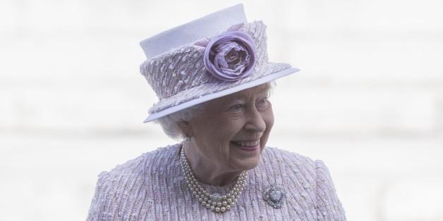 INFOGRAPHIE. Le règne de la reine d'Angleterre en 63 chapeaux