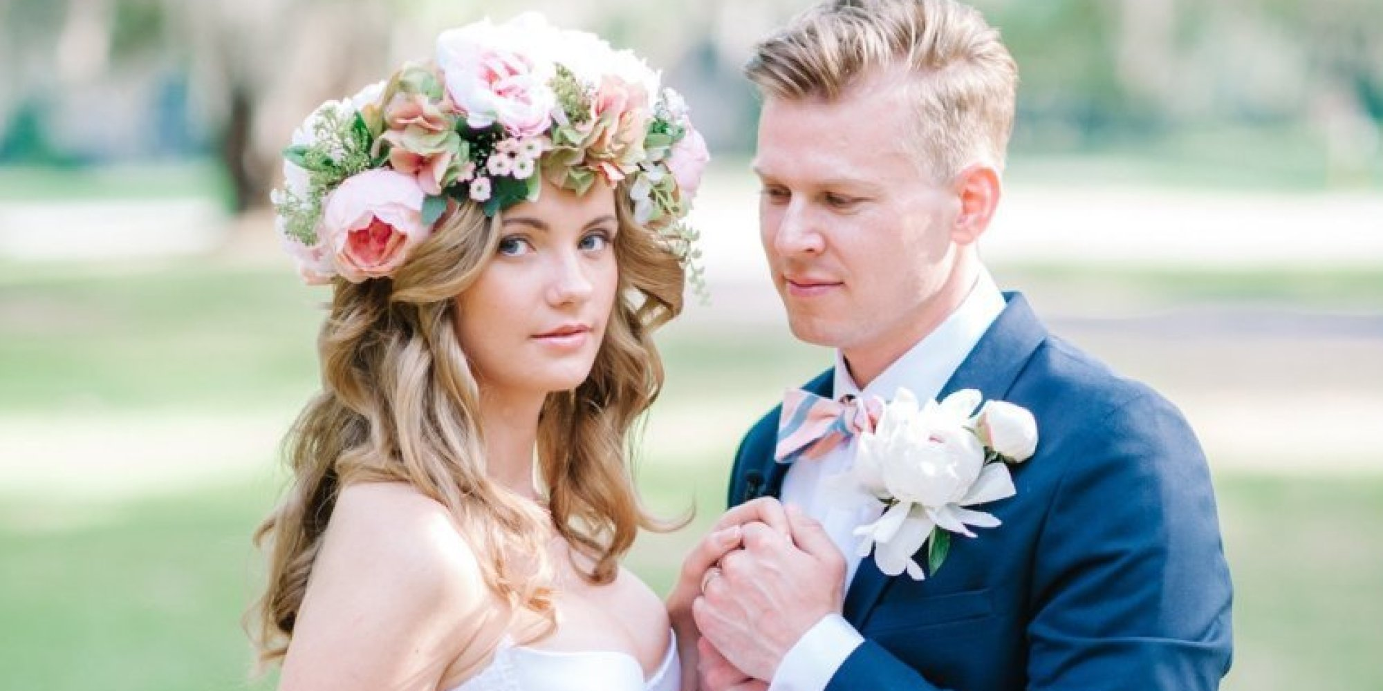 30 gorgeous ways to wear your hair down for your wedding huffpost junglespirit Choice Image