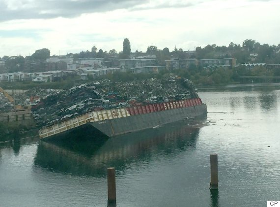 victoria harbour barge tip