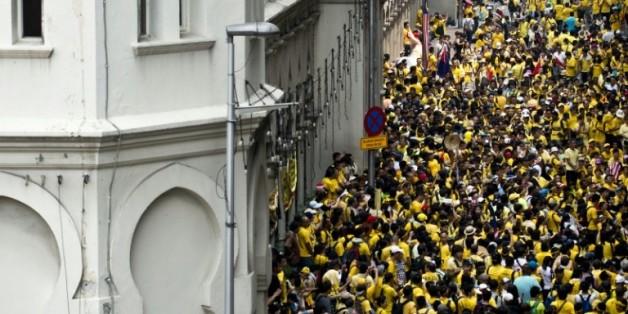 Des milliers de Malaisiens réclamant la démission du Premier ministre Najib Razak manifestent place de l'Indépendance le 30 août 2015 à Kuala Lumpur