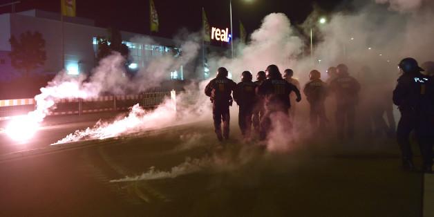 Die Polizei in Heidenau versagte kläglich gegen die Nazis - das ist der