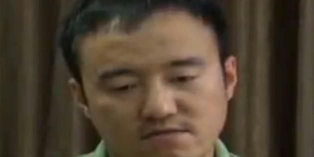 """Une capture d'écran de CCTV montrant Wang Xiaolu, un journaliste financier qui a """"avoué"""" avoir provoqué """"le désordre"""" sur les marchés boursiers"""