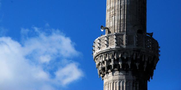 riprendo a pubblicare le foto della Turchia, ero solo al 2° giorno...nella foto la Moschea Blu di Istanbul con uno dei suoi 6 minareti su cui non si affaccia più il muezzin, sostituito da un ottima e poco affascinante amplificazione