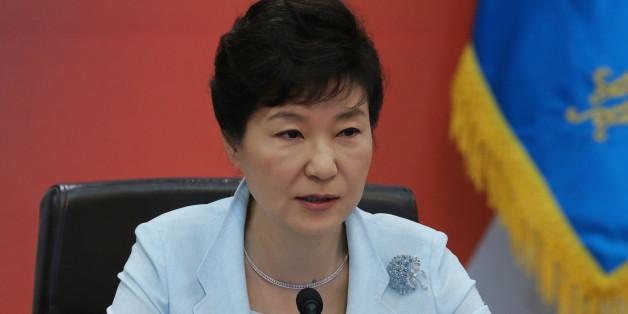 박근혜 대통령이 1일 청와대에서 열린 국무회의에서 모두발언하고 있다.