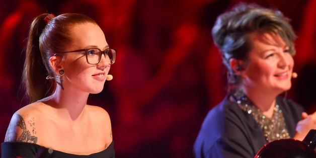 """Stefanie Heinzmann (l.) und Jury-Kollegin Miss Platnum in der Sendung """"Popstars"""""""