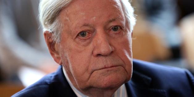 Altkanzler Helmut Schmidt liegt einem Medienbericht nach auf der Intensivstation