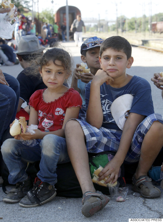migrants eating