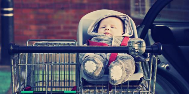 Mutter vergisst Baby im Supermarkt