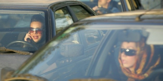 Des Iraniennes au volant de leur voiture dans le nord de Téhéran