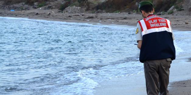 Le policier turc qui a retrouvé le petit Syrien noyé témoigne à son tour