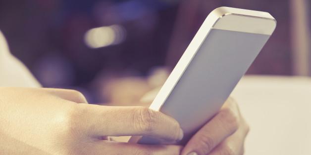 16-Jährige schickt dunkelhäutigem Jungen eine SMS - die Folgen für ihn sind furchtbar
