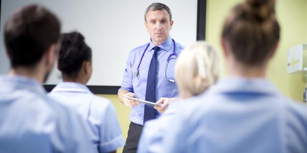 doctor briefing nursing students