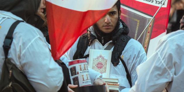 Salafisten wollen Flüchtlinge mit dem Koran anwerben