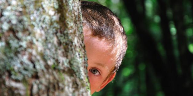 Ein Junge entdeckt ein Geheimnis.