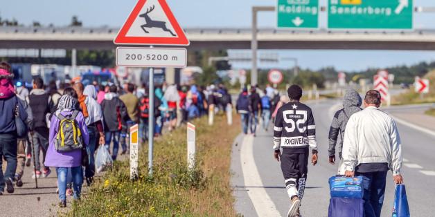 Flüchtlinge auf einer dänischen Autobahn am Mittwoch
