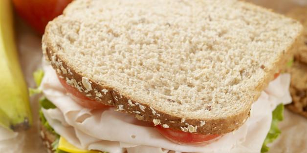 Verbraucherzentrale warnt: Pausenbrote gehören nicht in Alufolie!
