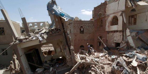 Les ruines de bâtiments après un raid mené par l'Arabie saoudite, le 10 septembre 2015
