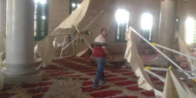 L'intérieur de la mosquée après l'intervention des forces israéliennes