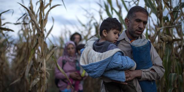 Flüchtlinge in Ungarn versuchen, den Behörden zu entkommen