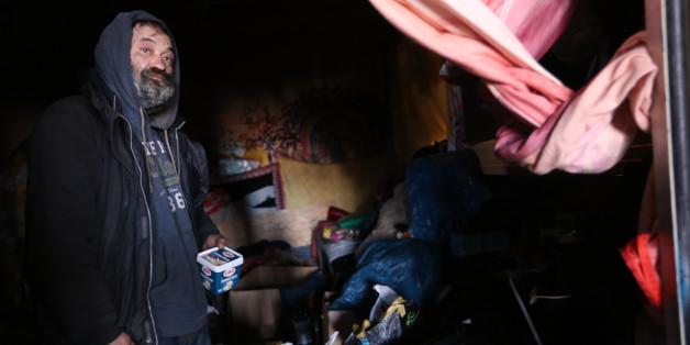 Ein deutscher Obdachloser packt aus: Das nehmen mir Flüchtlinge weg