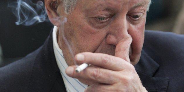 Helmut Schmidt darf weiter quarzen