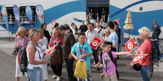 Touristes arrivant en Tunisie