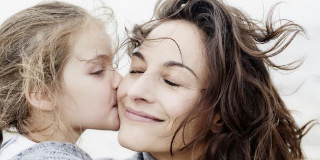 Eltern glücklicher Menschen sind warmherziger.