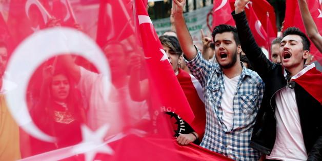 12 Menschen sterben nach PKK-Anschlägen in der Türkei