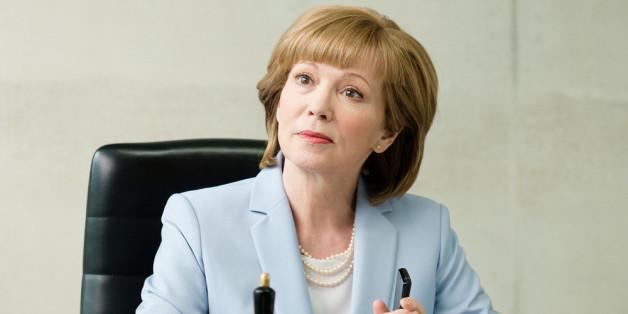 """Schauspielerin Iris Berben im satirischen Polit-Märchen """"Die Eisläuferin"""""""