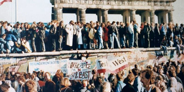"<a href=""http://en.wikipedia.org/wiki/Image:Thefalloftheberlinwall1989.JPG"">en.wikipedia.org/wiki/Image:Thefalloftheberlinwall1989.JPG</a>