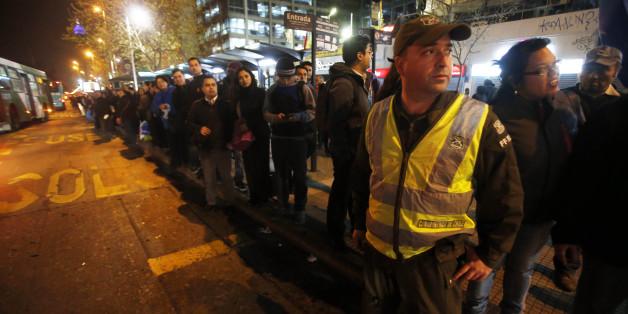 In Santiago verbringen die Menschen die Nacht aus Furcht vor Nachbeben auf der Straße