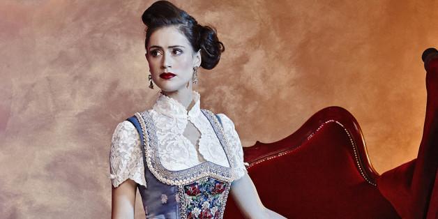 Ein Dirndl muss gut passen, der Rest ist Geschmackssache: Manchen Frauen stehen auffälligere Modelle wie zum Beispiel von Designerin Lola Paltinger sehr gut, erklärt Wandungen.