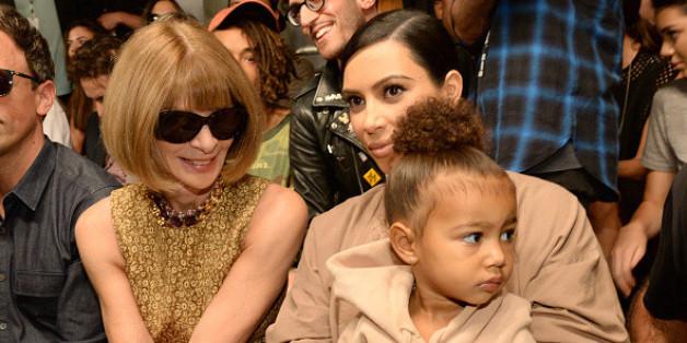 """Unter den Zuschauern waren neben Kim Kardashian und Tochter North West auch """"Vogue""""-Chefredakteurin Anna Wintour."""