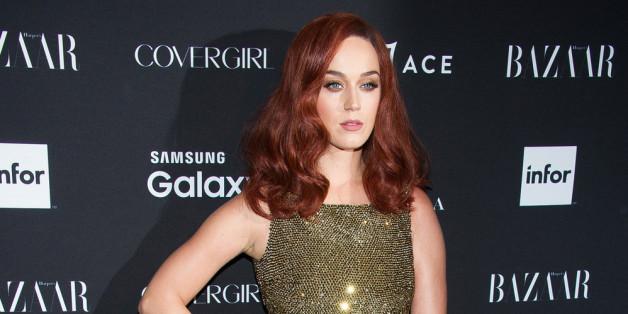 Katy Perry wählt ihre Haarfarbe passend zum Outft