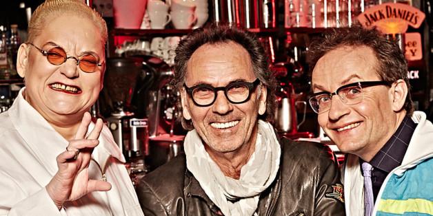 Hella von Sinnen, Hugo Egon Balder und Wigald Boning freuen sich über Neuzugang Désirée Nick (v.l.n.r.).