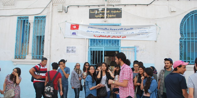 "Tunisian bac students stand outside a school after taking the exam.<a href=""http://www.magharebia.com/r/c0bo"" rel=""nofollow"">www.magharebia.com/r/c0bo</a>تلاميذ البكالوريا يقفون أمام مدرسة بعد إجراء الامتحان في تونس.<a href=""http://www.magharebia.com/r/b349"" rel=""nofollow"">www.magharebia.com/r/b349</a>Des candidats tunisiens au bac devant un"