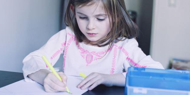 Eine Mutter kritisiert Lehrmethoden der Grundschule und erntet größte Zustimmung im Netz