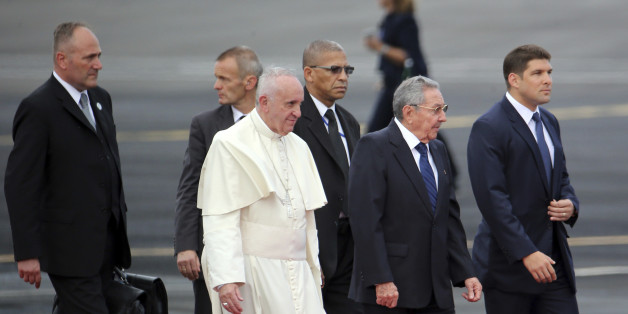 HAVANA, CUBA - SEPTEMBER 19:  Pope Francis (L) nad Cuban President Raul Castro wlak durinh the Pope's arrival to Jose Marti International Airport on September 19, 2015 in Havana, Cuba.  Pope Francis is on a three days visit to the island where he will be traveling to Holguin, Santiago de Cuba al El Cobre, the visit includes a meeting with Cuban President Raul Castro and a Mass at Revolutiion Square. (Photo by Ernesto Mastrascusa/LatinContent/Getty Images)