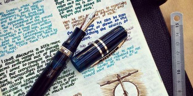 Ses carnets remplis d'écriture au stylo à plume vont vous donner envie de faire pareil