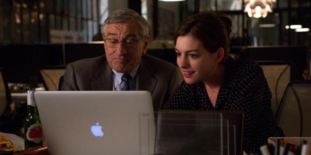 Jules erklärt Ben, wie er ein Facebook-Account einrichten soll