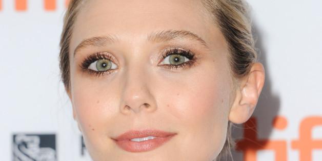 Mit der richtigen Technik kann jeder lange, definierte Wimpern, wie Schauspielerin Elizabeth Olsen, zaubern.