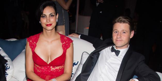 Morena Baccarin und Ben McKenzie bei den diesjährigen Emmy Awards